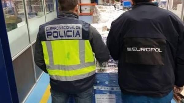 Nota De Prensa Con Fotografía E Imágenes: 'Detenidas Seis Personas Por La Distri