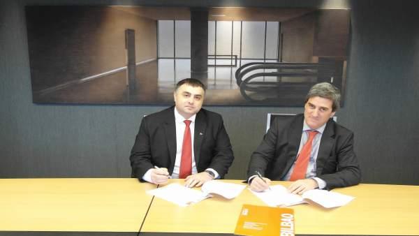 Firma del acuerdo de Rumanía como país invitado en Expovacaciones