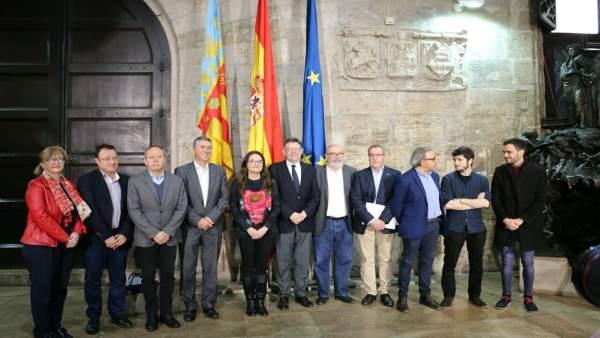 La Generalitat i els sindicats es comprometen a subrogar el personal de les contractes i garantir plantilles i hores