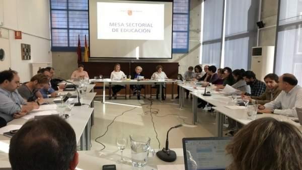 Martinez-Cachá preside la Mesa Sectorial de Educación