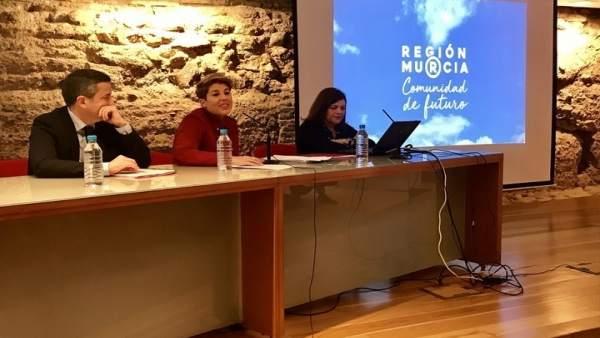 Noelia Arroyo presentando la nueva marca de la Región