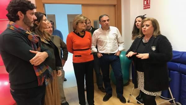Elías Bendodo visita las instalaciones del AFA  centro de día alzheimer