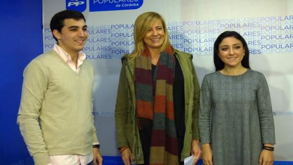 Rosario Alarcón con representantes de Nueva Generaciones de Córdoba