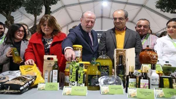 Inaugurada la Feria del Pan, Aceite y Aceituna de Mesa