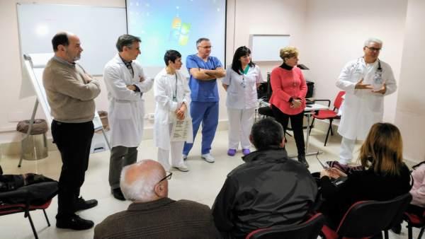 Pacientes y familiares visitan las dependencias donde se operarán