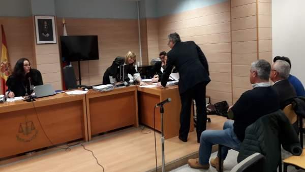 Aplazado el juicio a Lavín por suspender la junta de enero de 2014