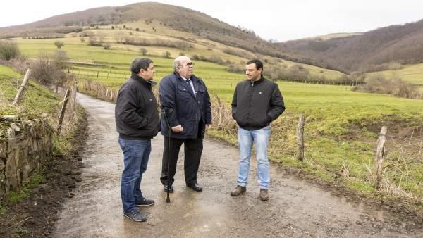 Oria inaugura la rehabilitación de dos caminos en San Miguel de Aguayo