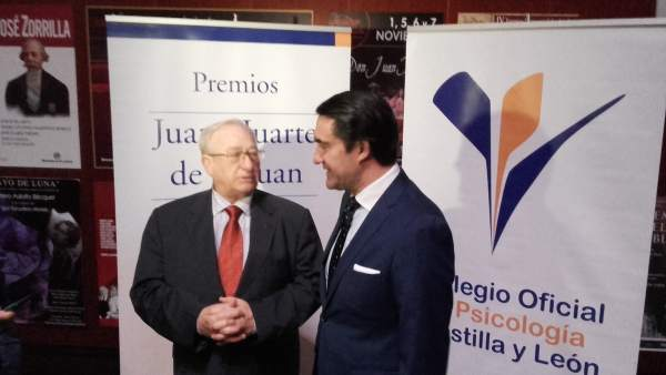 Eduardo Montes conversa con Suárez-Quiñones