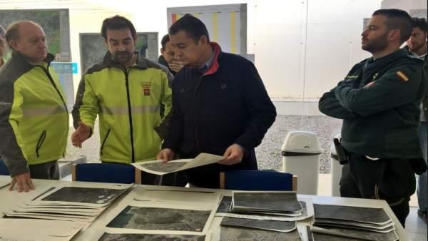 Antonio Sanz junto al dispositivo de búsqueda de Gabriel