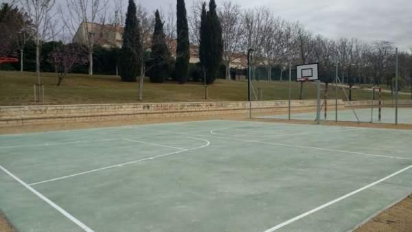 Obras de mejora en las pistas polideportivas de los parques de Casablanca.