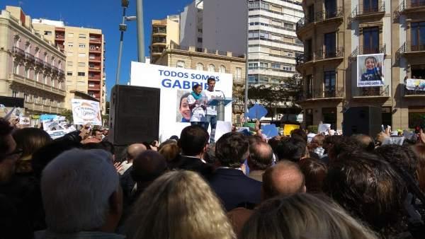Los padres de Gabriel hablan en la concentración ciudadana del viernes