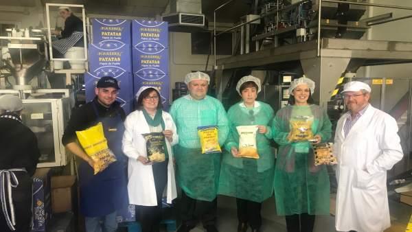 La visita de las autoridades a Patatas Fritas Maribel