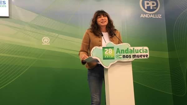 La secretaria general del PP-A, Loles López, en rueda de prensa
