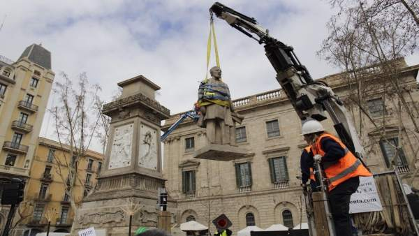 Retirada de la estatua de Antonio López