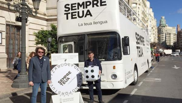 El 'Bus de la Llengua' recorrerà València durant la setmana fallera