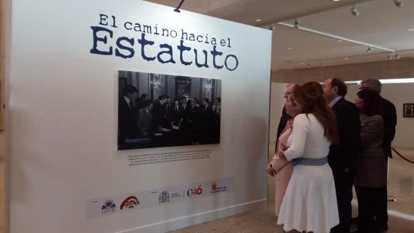 Los presidentes de las Cortes, Congreso y Senado ven la exposición