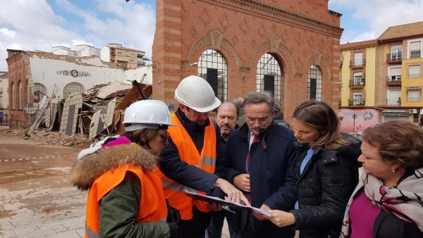 Vista del consejero de Fomento al Mercado de Abastos de Linares