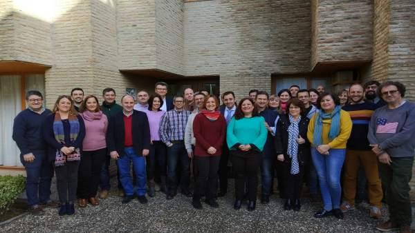 López (centro) durante el encuentro mantenido
