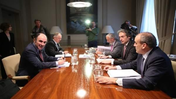 Íñigo de la Serna se reúne con el vicepresidente del Gobierno navarro
