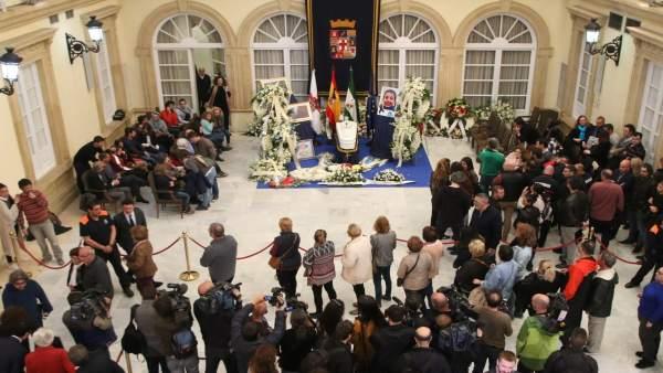 Capilla ardiente de Gabriel Cruz instalada en el Patio de Luces de Diputación