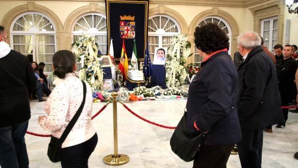 Ciudadanos dan el último adiós a Gabriel Cruz en su velatorio