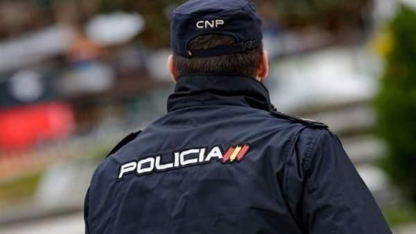 Detingut a València després de saltar-se un semàfor un home que amagava 162 grams d'haixix en el seu cotxe