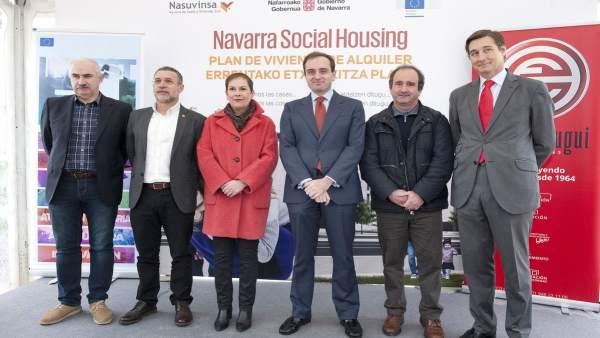 Uxue Barkos, en el inicio de obras de Navarra Social Housing.