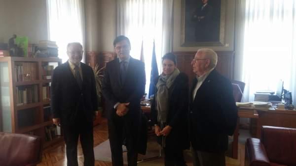 Leopoldo Tolívar, a la izquierda