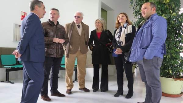 Diputados del PP visitan el centro de salud de Herrera