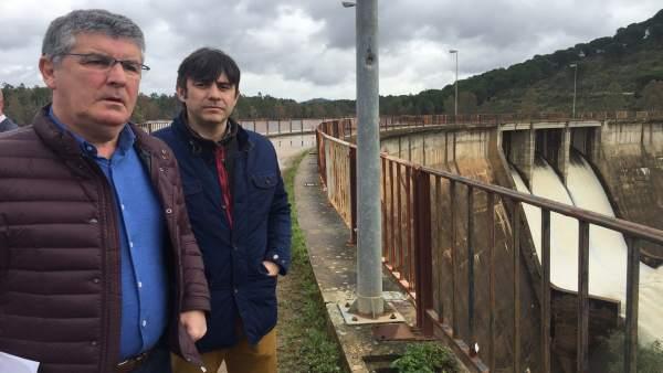 El delegado de Medio Ambiente, José Antonio Cortés, en la presa Sotiel Olivargas