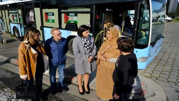 Entrega de los autobuses a Alouda y Cantabria por el Sahara