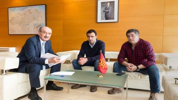 Mazón se reúne con el alcalde de San Miguel de Aguayo