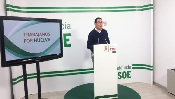 El portavoz de la Ejecutiva Provincial del PSOE de Huelva, Manuel Domínguez.