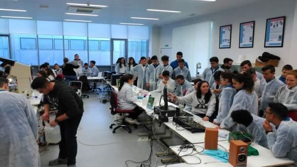 Estudiantes de Secundaria participan en un taller de 'Descubre la Ingeniería.