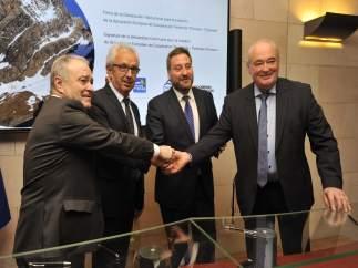 Firma del acuerdo de promoción turística 'Pirineos - Pyrénées'