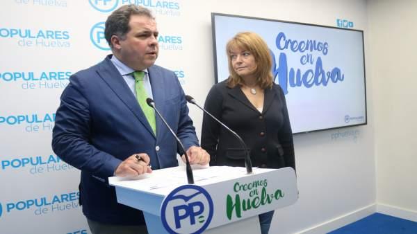 Juan Carlos Duarte, junto a Pilar Miranda.