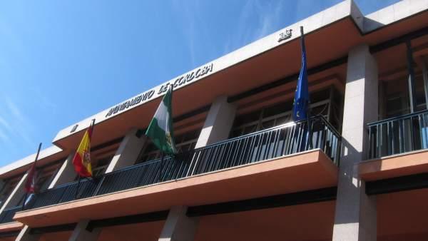 Banderas en la fachada del Ayuntamiento de Córdoba