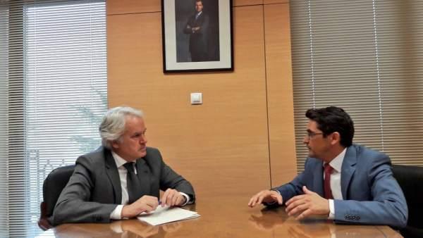 Reunión del alcalde de Puerto Serrano con el subdelegado del Gobierno