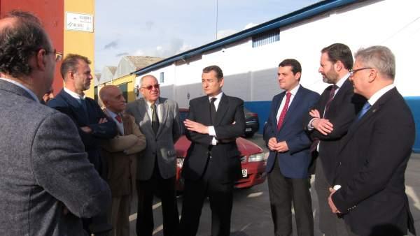 Antonio Sanz con Juan José Primo, Adolfo Molina, José Mª Bellido y empresarios