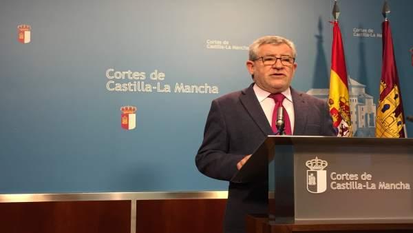 Consejero de Educación, Ángel Felpeto, en las Cortes
