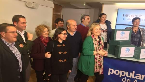 Mercedes Fernández presenta las firmas a favor de prisión permanente revisable