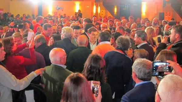 Albert Rivera llega al concurrido acto celebrado en Jaén el pasado febrero.