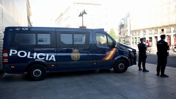 Recursos de Policía Nacional, agente, agentes, policía, policías, furgoneta poli
