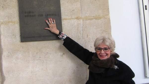 Concha Velasco, ante su placa en el Teatro Calderón. 14-3-2018