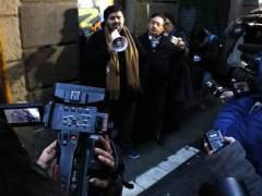 'Narcotour' para periodistas en el Raval de Barcelona a cargo de vecinos del barrio que denuncian la presencia de narcopisos.