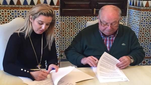 Alcaldesa de Alcalá firma convenio con la Federación de Asociaciones de Vecinos