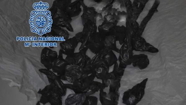 'La Policía Nacional Detiene En Córdoba A Una Persona Con 34 Dosis De Lo Parece