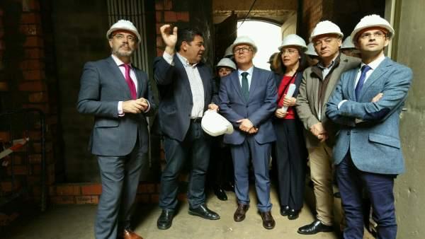 Felipe López visita obras vivienda en Sanlúcar