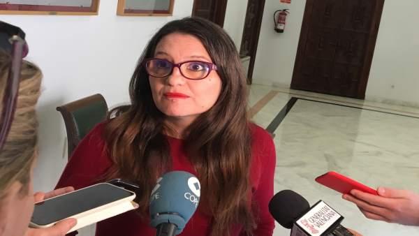 Mónica Oltra atiende a los medios