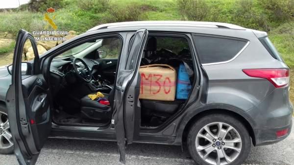 Droga incautada en un coche robado en San Roque